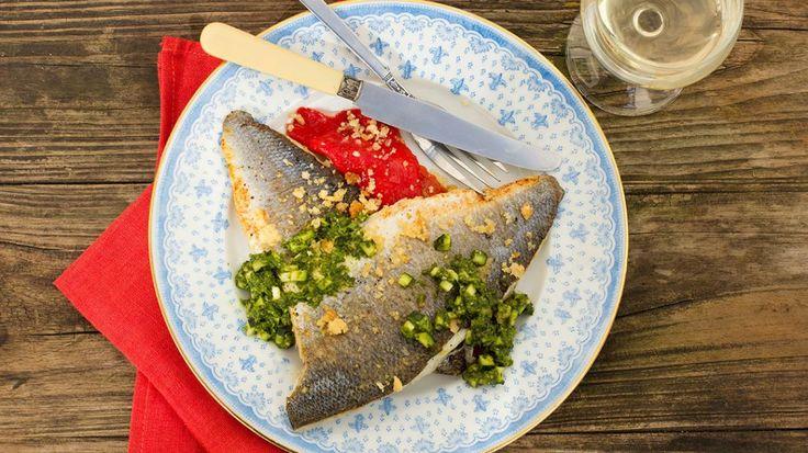 Op vel gebakken zeebaars met pesto van courgettes en crumble van parmezaan | VTM Koken