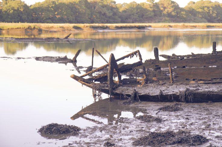 Cimetières de bateaux, Morbihan, France.  #shipwreck #ship-graveyard Fotografie Harmke Paulides