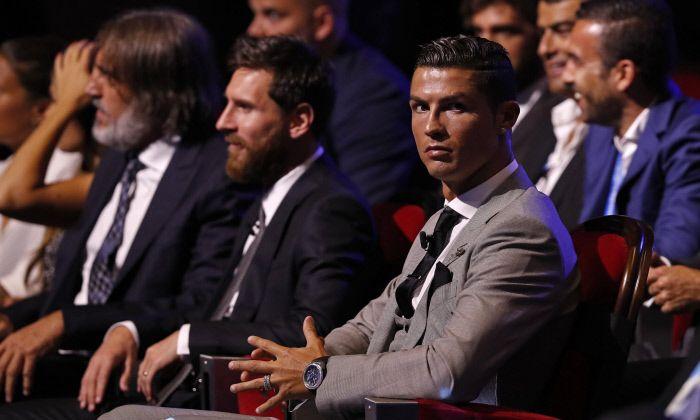 Samedi à 13h, le Real Madrid reçoit le FC Barcelone pour le grand Clasico. Un match qui réussit plus à Lionel Messi qu'à Cristiano Ronaldo. La planète va s'arrêter de tourn...
