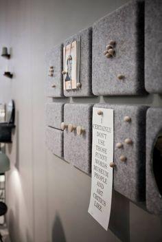 Korkplatten mit Filz bekleben oder an der Rückwand festtackern