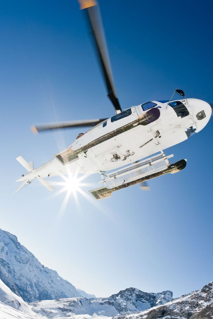 Have you tried heli-skiing before? ⠀ ⠀ It's such an exhilarating experience and something you should try at least once. Explore The Alps like you've never done before!⠀