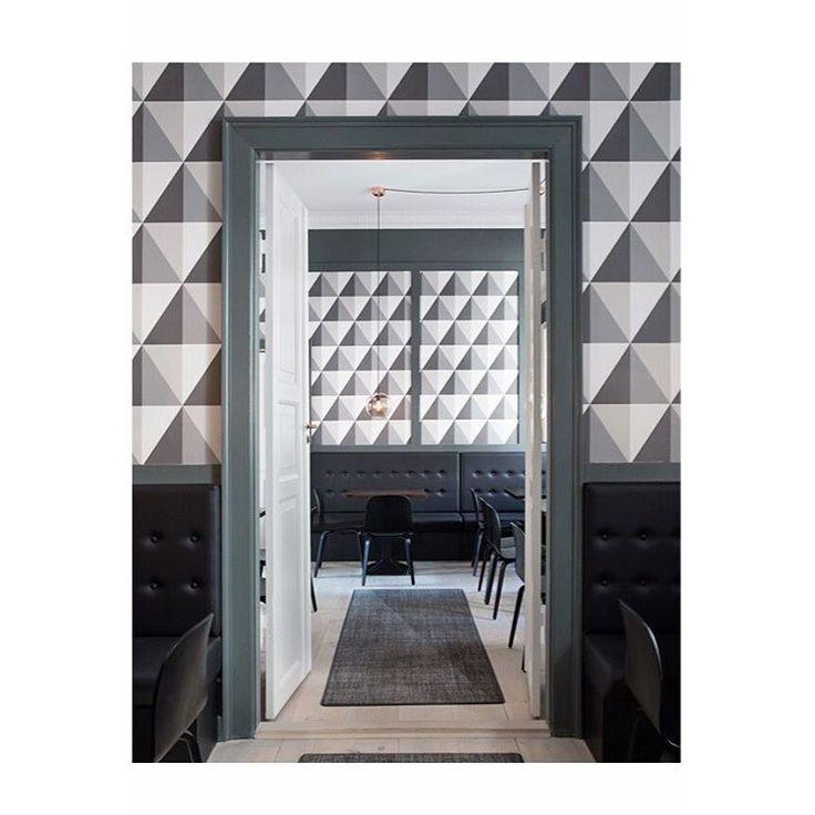 Image made for @Bobedre in the fantastic house of Brönnum @broennumshus_office_club #interiordesign #harlekin #wallpaper #tapet #indretningsinspiration #indretning #kantine #danskdesign #deco #brönnumshusofficeclub #scandinavia #decorate #new