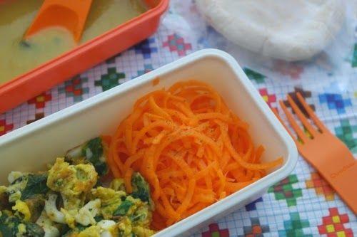 Esparguete de cenoura com omelete de espinafres e queijo de cabra