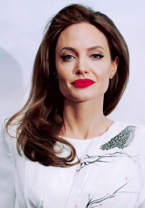 Angelina Jolie make-up. Red lipstick. Maleficent photocall. | MUSE ...
