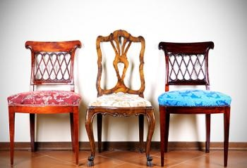 Have a lacklustre set of dining room chairs that could use a facelift? Or found a great old wooden chair with a ratty, worn-out seat cover at a garage sale? Changing out the fabric can breathe new life – and style – into those tired pieces: Mismatched Antiques, Design Inspiration, Restoration Furniture, Dining Rooms Chairs, Quizs Deltafaucetinspir, Mismatched Dining Chairs, Upholstered Chairs, Antiques Chairs, Old Chairs