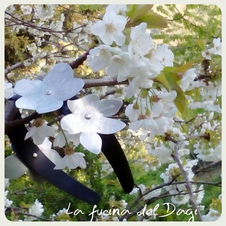 Passata/cerchietto per capelli  / on sale ∆∆∆ follow us on facebook, click link in the bío ! www.facebook.com/lafucinadeldagi/ ∆∆∆ #lafucinadeldagi #hairband #headband #hairaccessories #metalaccessories #metalflower #flowers #cherryflowers #whiteflowers #white #alternativeoutfit #altfashion #metalart #nature #white #spring #inblom #handmade #shop #metalart #design #tuscany  #altaccessories #fashiongram #glamour #amazing #picoftheday #floreal #instalike
