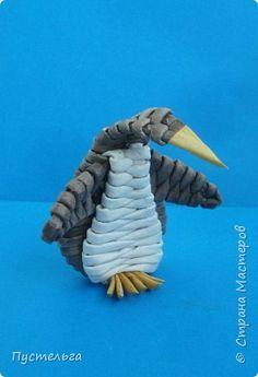 """Сплетём пингвинчика! Потребуется 10 чёрных трубочек, 4 белых и 1 жёлтая. Трубочки из потребительской бумаги """"Кондопога"""", полоса - треть, спица 2 мм. фото 1"""