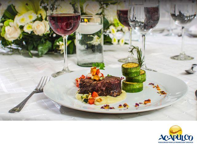#haztubodaenacapulco Banquetes Camino Real para tu boda en Acapulco. CÁSATE EN ACAPULCO. Banquetes Camino Real es una empresa dedicada a ofrecerte los mejores servicios de alquiler de mobiliario para eventos especiales, como lo es tu boda. Ten por seguro que están 100% comprometidos, para que todo salga como lo deseas. Te invitamos celebrar tu boda en el hermoso puerto de Acapulco. www.fidetur.guerrero.gob.mx