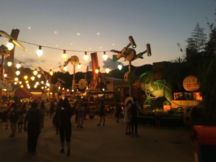Hazy Disney Magic in Toy Story land - Insider tips on visiting Hong Kong DisneyWorld - 🇭🇰💛