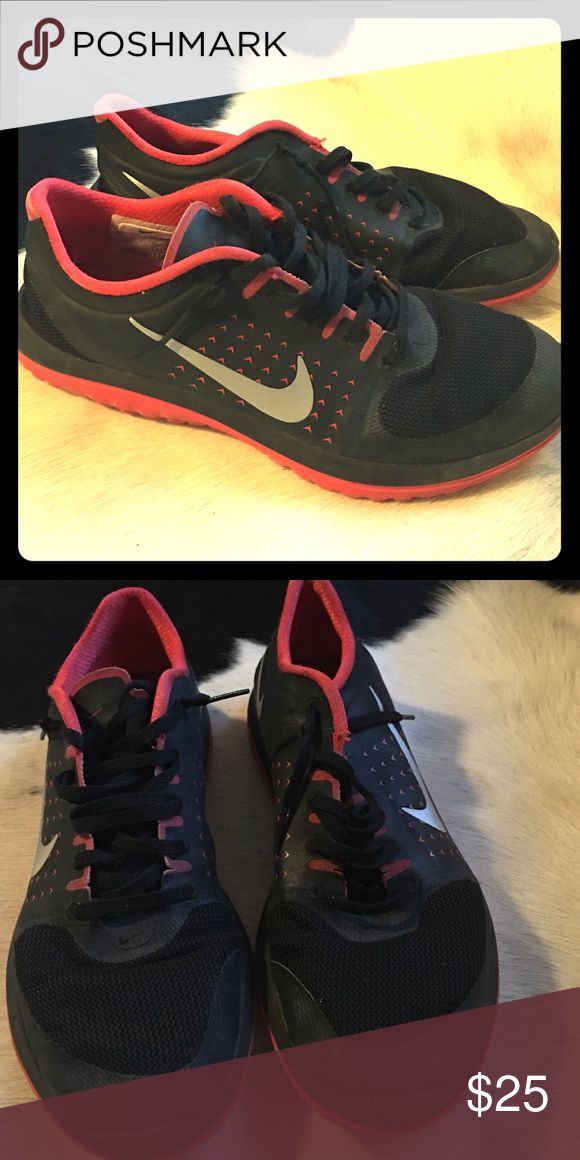 Nike shoe🏈 Blk and red Nike shoe 💄youth size so it's more like an8 to 8.52 woman's shoe Nike Shoes Athletic Shoes