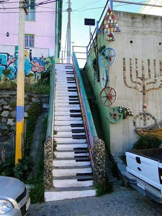 Escaleras decoradas Valparaíso, Chile.