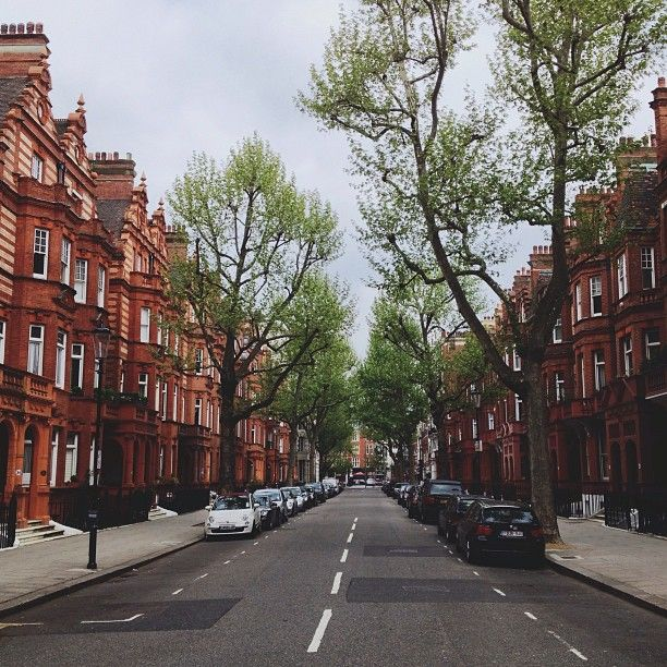 Chelsea is the perfect place to stay on your London visit if you want quiet, safe, and a little secluded hometown feel.  Sloane Square in Chelsea, London