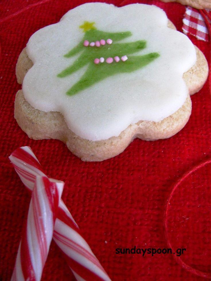 Μπισκότα με ζαχαρόπαστα και χριστουγεννιάτικα σχέδια
