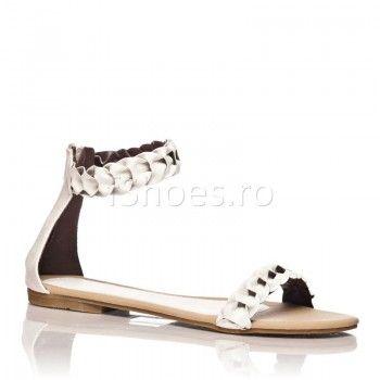 Sandalele Alana- alb sunt o pereche de incaltaminte demne de o zeita din Grecia Antica! Un model simplu, clasic si atemporal, sandalele Alana nu trebuie sa lipseasca din graderoba ta, vara asta! Alana se vor mula perfect pe orice tinuta de zi, salvandu-ti o gramada de timp in alegerea vestimentatiei.
