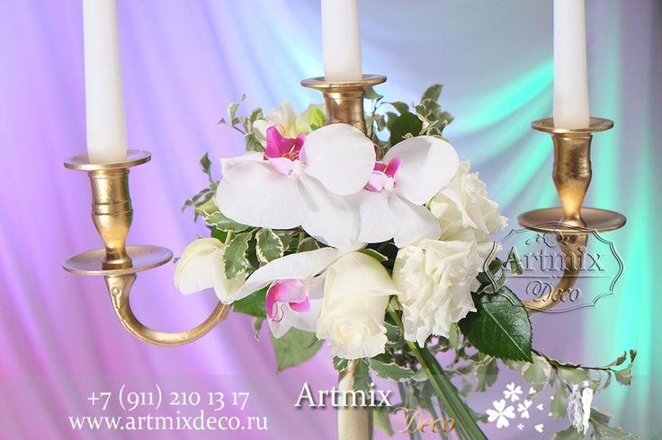 Канделябры в оформлении стола для молодых, тоже играют не последнюю роль. Зажженные свечи включают в себя романтику и нежность.