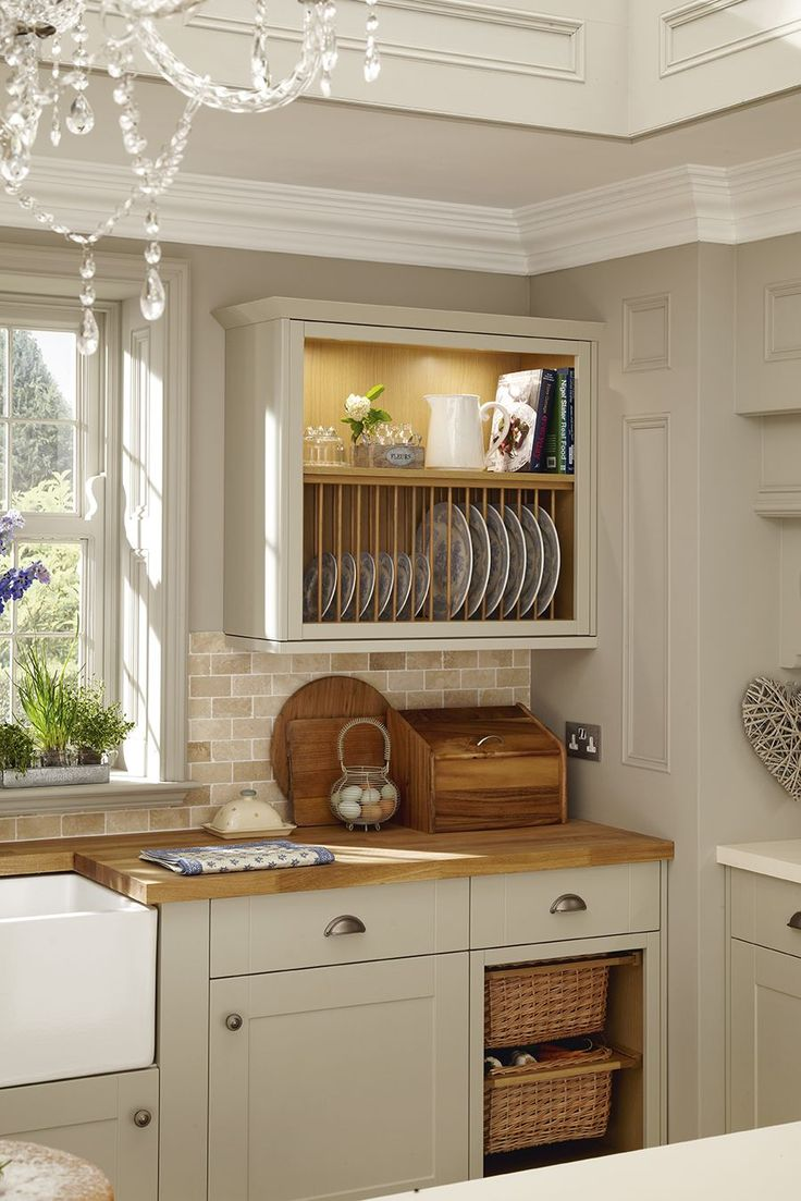 A plate rack and the basket drawers add a traditional feature to this grey shaker style kitchen.  This is our Burford Grey kitchen range.  Take a look at Howdens for more shaker kitchen ideas and inspiration.