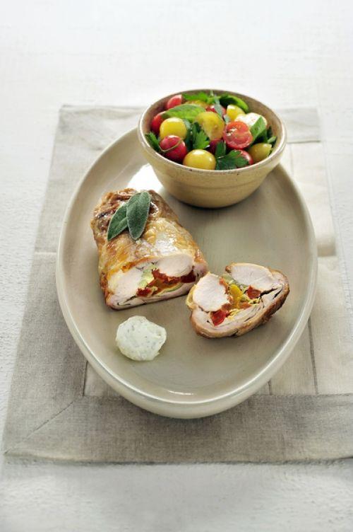 Gevulde konijnenrug met paprika, artisjok en tomaat