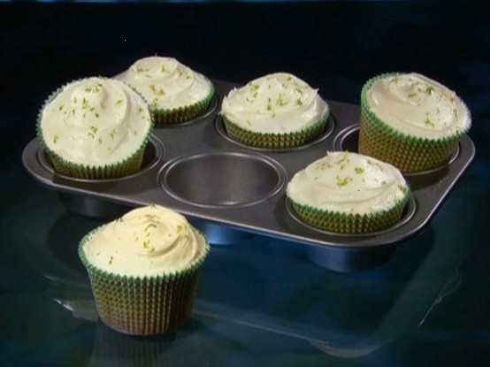 key lime coconut cupcakes with white chocolate frosting....these are on my 'to try' list!Key Lime, Frostings Recipe, Cupcakes Recipe, Keys Limes, Limes Coconut, Coconut Cupcakes, Keylime, Cupcakes Rosa-Choqu, White Chocolates Frostings
