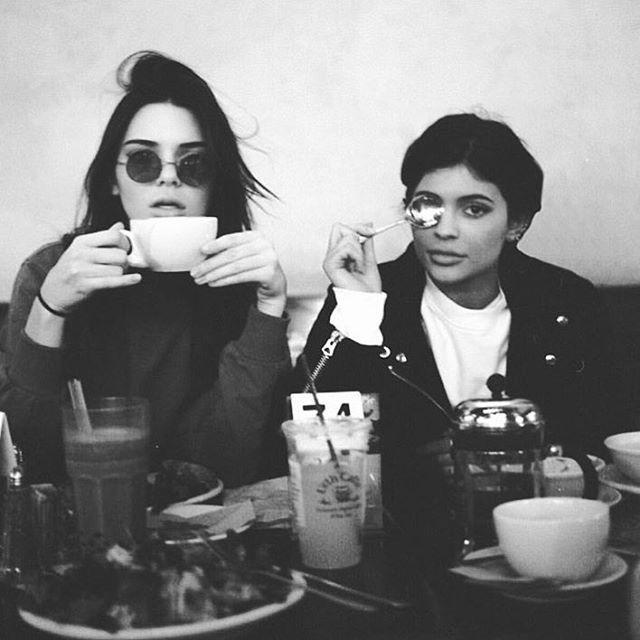Maandag! Eerst een bakkie koffie! Wat een klote weer maar... Nieuw week, nieuwe start en nieuwe kansen!! ☕️ #AS #annasier #annasieraad #anna #sieraad #koffie #coffee #maandag #monday #mondaymorning #nieuwedag #nieuwedagnieuwekansen #goedbegin #goedbeginvandedag #goedbeginishethalvewerk