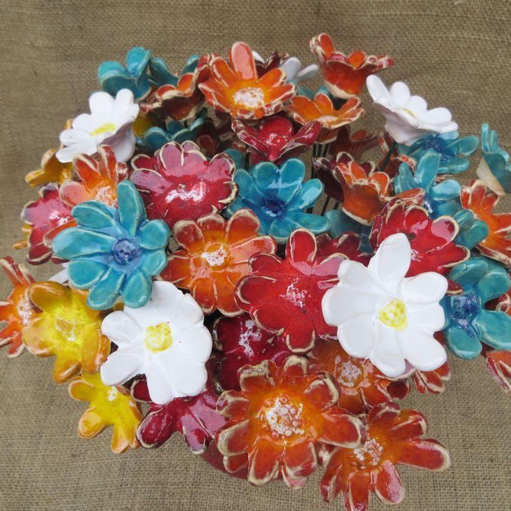 zápich do květináče - keramická kytička: průměr 4-5 cm, barvy - bílá, tyrkysová, červená, oranžová, žlutá (v případě zájmu o konkrétní barvu nutno