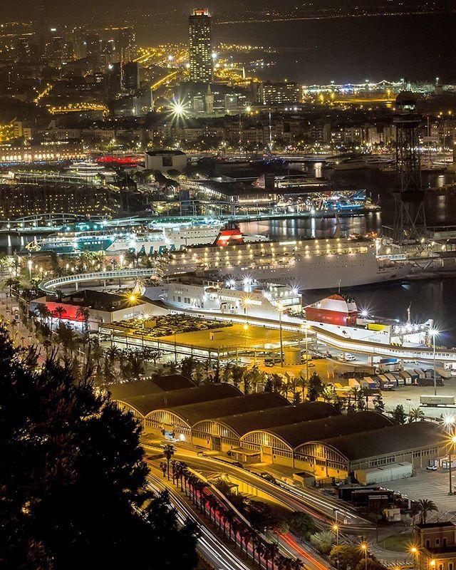 PORT DE BARCELONA #photo #nocturna #puerto #barcelona # Catalunya #barcelona_cat #travel #canon #viajar #instagram #instagramer #ship  #barcos #luces