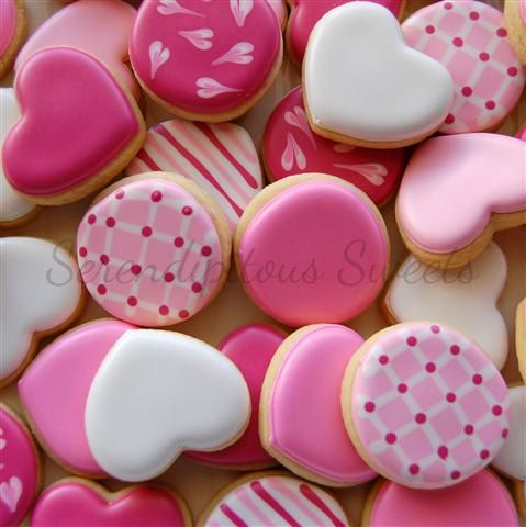 Cute assortment of Valentine cookies (link does not lead to original source and/or tutorial).