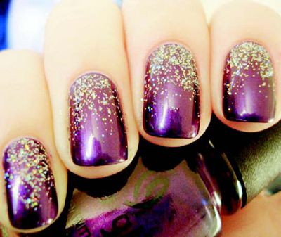 Purple Glitter Nail Art Required: Dark purple nail polish Glitter powder Top coat Instructions: Step 1: Paint your nails with the purple nail polish, apply two - three coats. Allow it to dry completely.. Step 2: Over a coat of color, instead of spreading the glitter across the entire nail, only spread it 2/3 downo your nail, keeping the glitter by the nail bed.