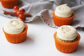 Pumpkin spice cupcakes met roomkaas glazuur