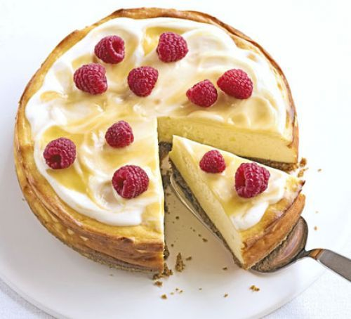 This Luscious lemon baked cheesecake looks absolutely delicious, we can't wait to try this recipe #baking #lemon #cheesecake
