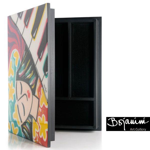 Bojanini Art Gallery Elaborada totalmente a mano, colorida con un diseño original y exclusivo esta caja de te llenara de personalidad tu hogar, Encuéntrala en la tienda de Bojanini Art Gallery de El Retiro Bogotá.