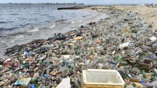 """Una crisis planetaria: las terribles consecuencias de la """"plaga de plástico"""" en los océanos del mundo - https://www.vexsoluciones.com/noticias/una-crisis-planetaria-las-terribles-consecuencias-de-la-plaga-de-plastico-en-los-oceanos-del-mundo/"""