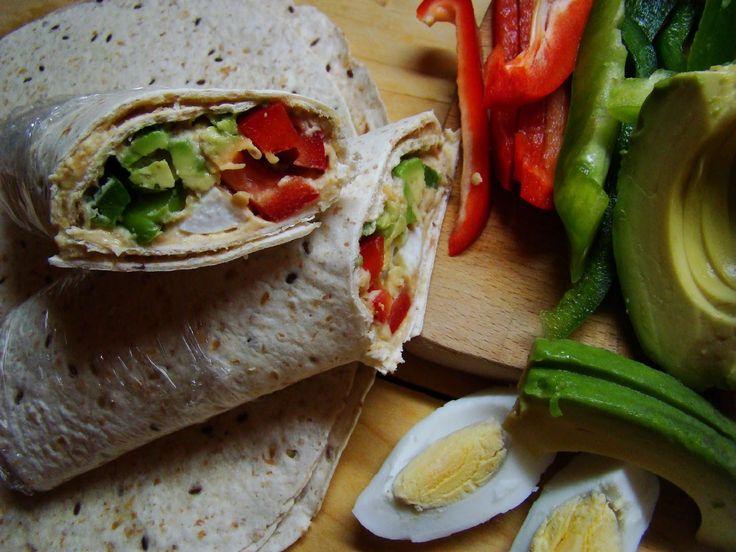 Zeleninový wrap s vejcem a hummusem