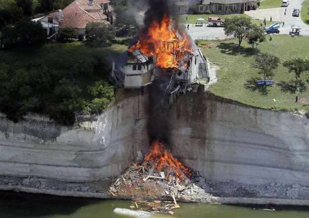 Una cuadrilla de construcción incendia una casa de lujo en Texas. REUTERS / Brandon Wade - Externa