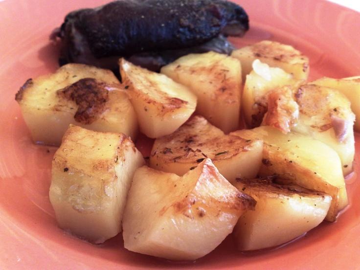 Schweinshaxe mit Ofenkartoffeln