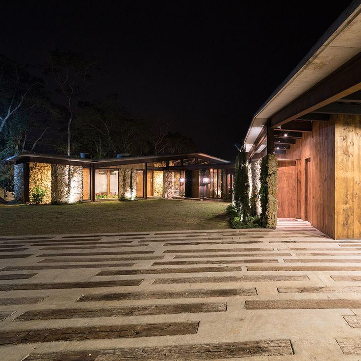 Casa Gozu - Noche