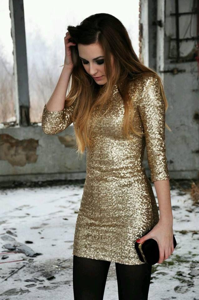 Bluson color dorado con glitter combinalo con mayones negros o medias negras (: