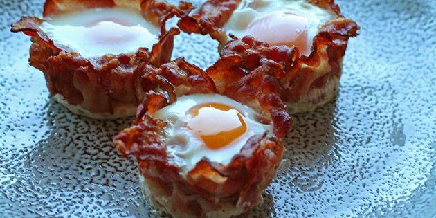 Lækre små muffins med æg og bacon, som smager helt vidunderligt og oveni købet er nemme at lave. Supergode til både morgenmad, brunch eller frokost.