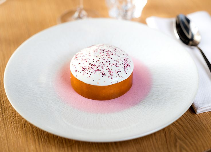 Rhubarbe confite,  glace pistache et fromage blanc #restaurantdupalaisroyal #philipchronopoulos #palaisroyal #dessert #evokhotelscollection