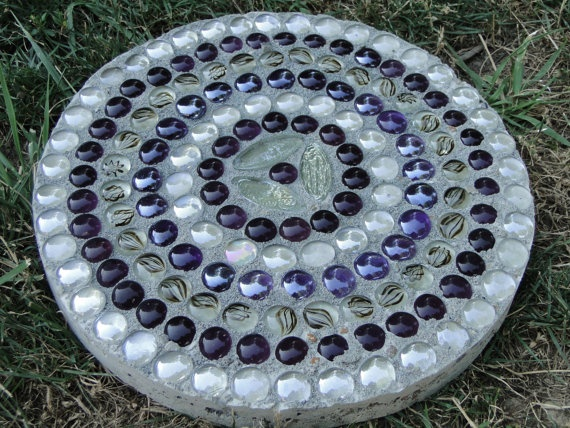 """12"""" Purple and Clear Circles Garden Stone Made from Glass Stones and Concrete. $32.99, via Etsy.Glasses Stones, Clear Circles, Gardens Stones, Gardens Ideas, Garden Stones, Gardens Paths,  Helix,  Spirals, Circles Gardens"""