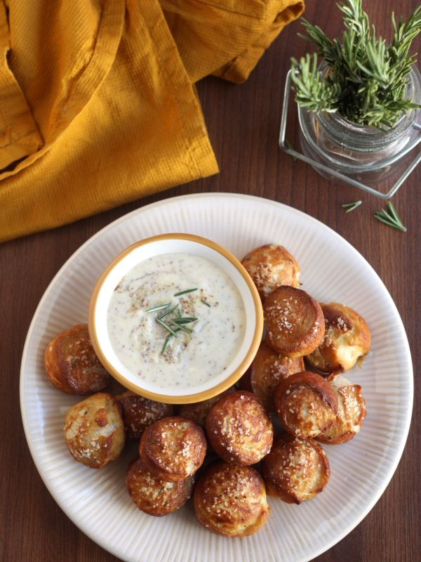 ... Pretzel Bites with Honey Mustard Sauce | completelydelicious.com