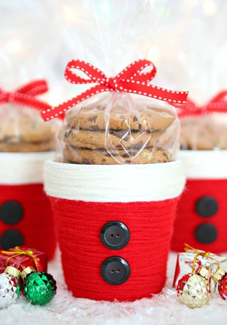 Yarn Wrapped Santa Treat Cups