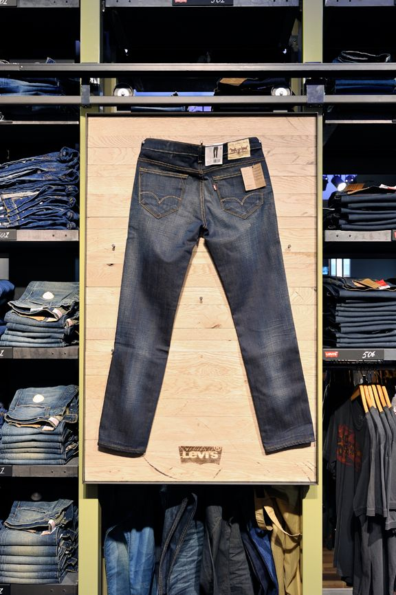 Levi 39 S At De Rode Winkel Utrecht Pinned By Ton Van Der Veer Visual Merchandising Pinterest