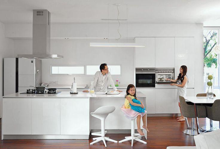 Cocina Espiral Casa con horno Teka, campana y vitrocerámica.