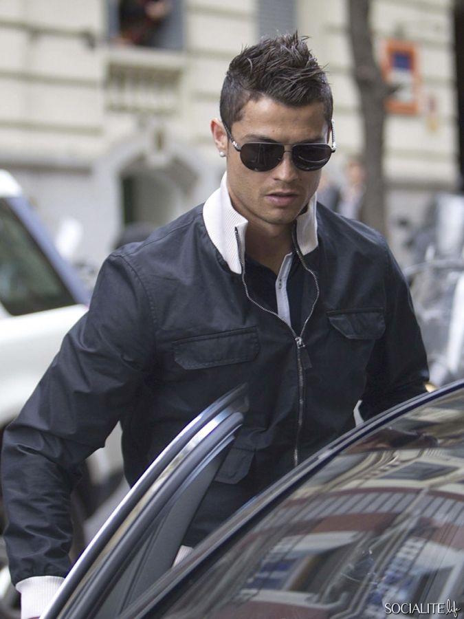 Christiano Ronaldo (*)