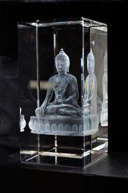 Eftersom vi fått många förfrågningar om just denna väldigt väldetaljerade 3D Buddha har vi nu tagit fram så att man direkt kan beställa denna 3D Buddha glasblock i ett flertal olika storlekar.
