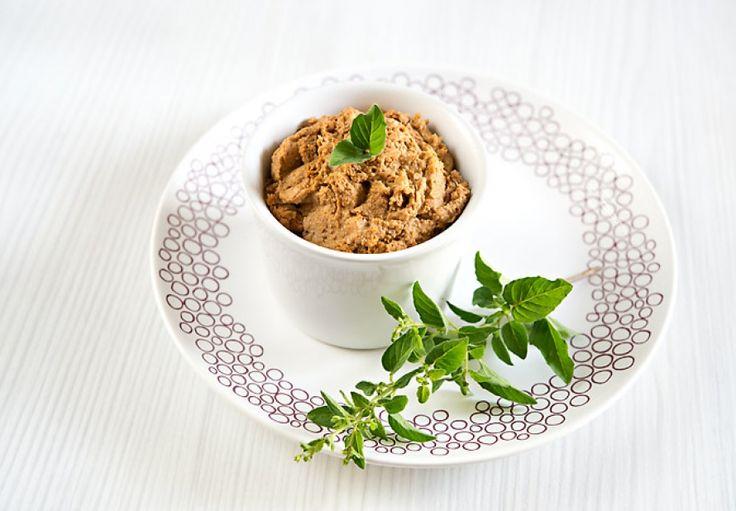 Hummus z pohanky lámanky, cizrny a sušených rajčat