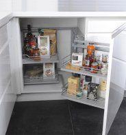 Un rangement d'angle coulissant pour une petite cuisine, Cooke & Lewis - Marie Claire Maison