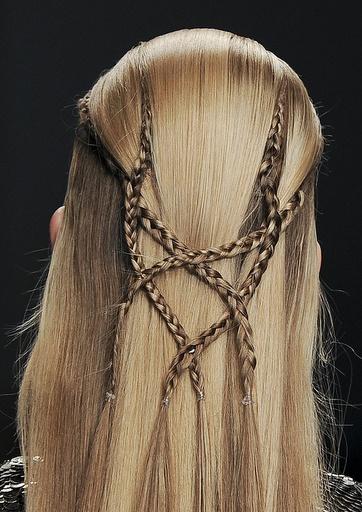 Very interesting braids in long hair #DressUpPartyDown ♫