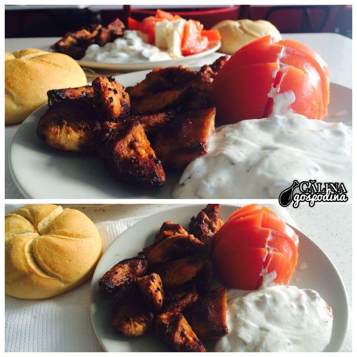 Delicii grecești: Gyros cu sos tzatziki // A Greek delight: Gyros with tzatziki sauce