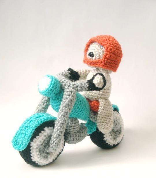 Crocheting: Amigurumi Pattern - Dog & Motorcycle